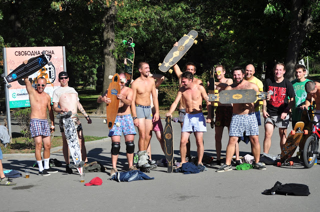 Almost Full Monty – Longboard Boxers Competition
